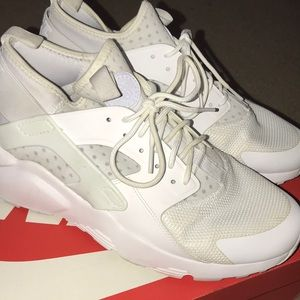 Nike white huarache size 10.5